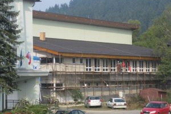 Minulý rok začali v nadstavbe telocvične s výstavbou troch tried.