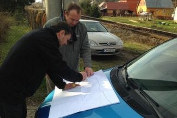Starosta z Vysokej nad Kysucou Anton Varecha sa pred Vianocami stretol s architektom Stanislavom Mikovčákom a spoločne prešli trasu kadiaľ povedie cyklochodník.