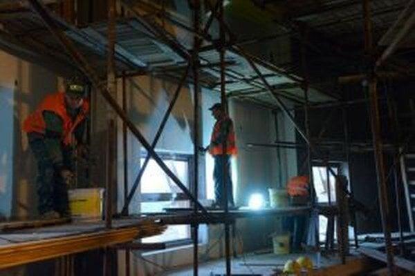 Výstavba chrámu na Živčákovej pokračuje.