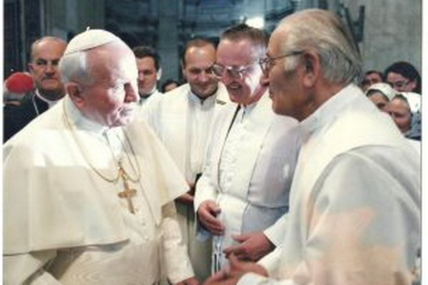 Mons. Ľudovít Baláži s Jánom Pavlom II. v Ríme.