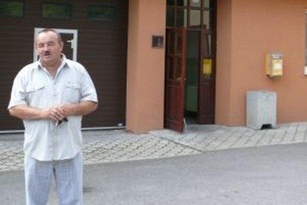 Starosta Korne Jozef Kontrík hovorí, že účasť na voľbách je zatiaľ slabá. K urnám prišlo doteraz 10 percent voličov.
