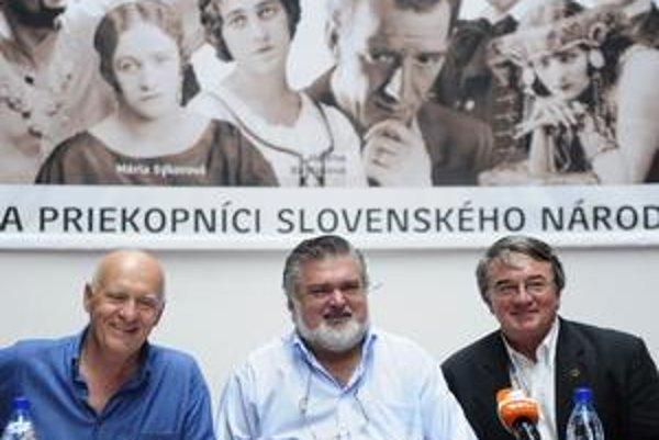 Vladimír Strnisko (vľavo), Peter Dvorský a Vlastimil Harapes na tlačovej konferencii k novej sezóne v SND.