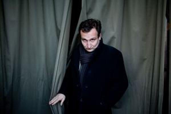 Rastislav Ballek (1971), študoval filozofiu a sociológiu na Univerzite Komenského, neskôr divadelnú réžiu a dramaturgiu na VŠMU a na Štátnej vyššej divadelnej škole v Krakove. V rokoch 1999-2001 pôsobil  v Divadle SNP v Martine, po roku 2002 ako režis