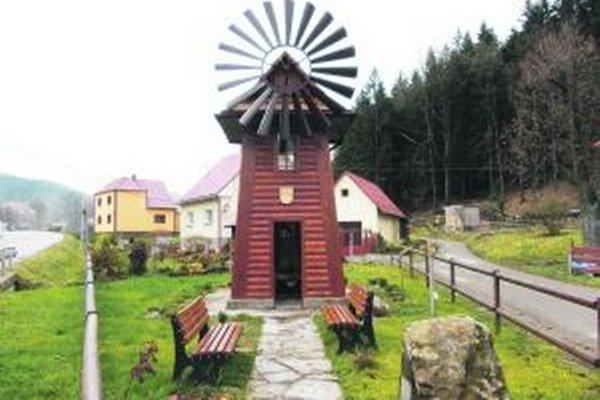 Návštevníci Korne môžu obdivovať veterný mlyn.
