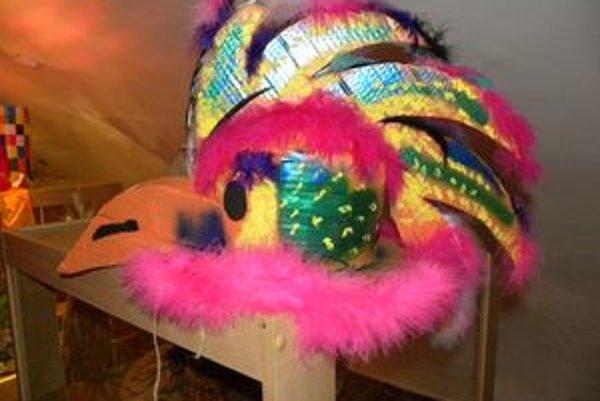 Pri zhotovovaní klobúkov sa nechali autori uniesť fantáziou.