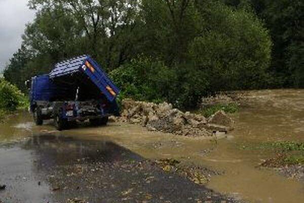 V kysuckých obciach narobili vlaňajšie povodne obrovské škody.