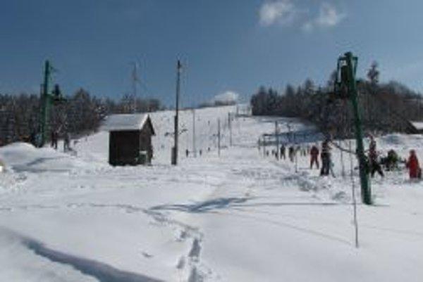 Vuplynulých sezónach  prichádzali do Skalitého stovky lyžiarov.