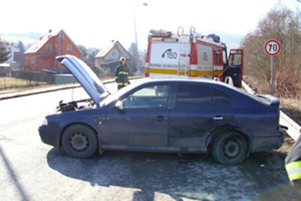Pri dopravnej nehode zasahovali aj hasiči z Turzovky.