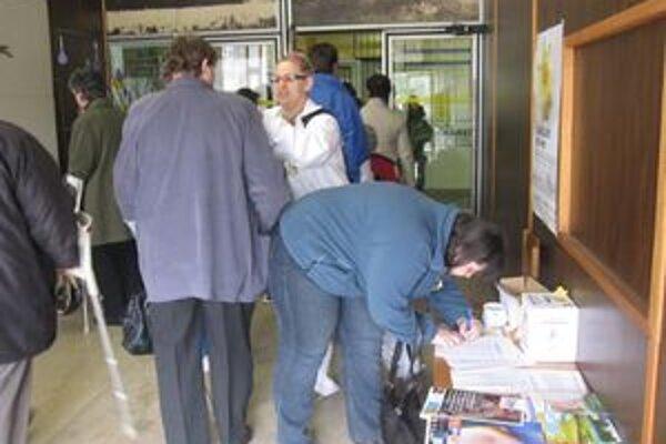 Počas zbierky ľudia prispeli nielen finančne, ale aj svojim podpisom.