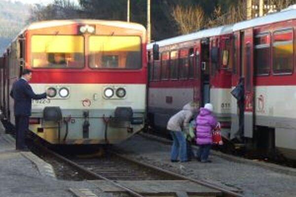 Vlakové spoje sú pre mnohých jedinou možnosťou, ako sa dostať do práce.