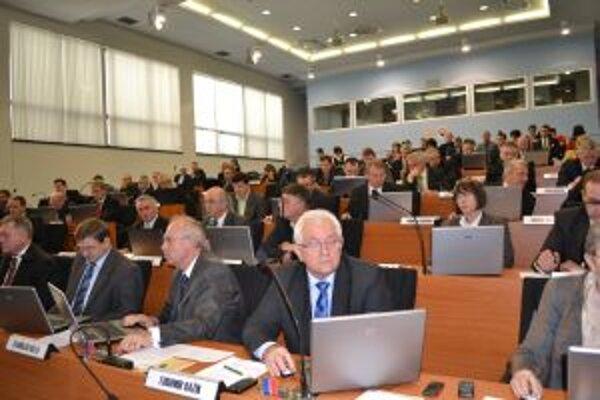 O tom, že zatiaľ nedôjde k transformácii krajských nemocníc, rozhodli poslanci ŽSK na svojom zasadnutí.