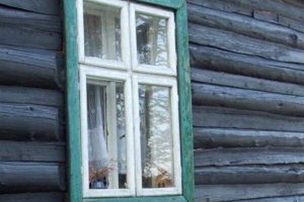 Čech sa do chát dostával cez okná, ktoré rozbil.
