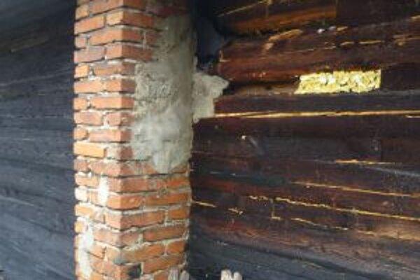 V Rudinskej horelo podkrovie rodinného domu.