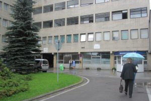Kysuckú nemocnicu v Čadci si bezdomovci obľúbili. Zvlášť v zime.