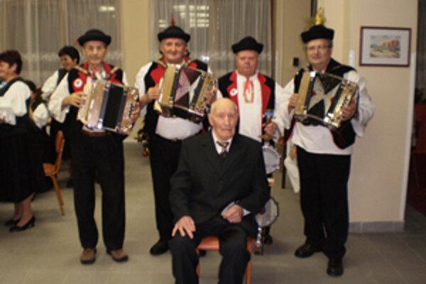 Okrúhle jubileum oslávil Vincent Šulek na veselú nôtu.