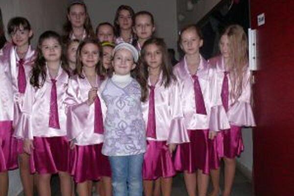 Vaneska veľmi rada spieva. V čadčianskom dome kultúry sa nedávno stretla s deťmi z Detského speváckeho zboru Kysuca. Ktovie, možno raz si zaspieva aj s nimi.