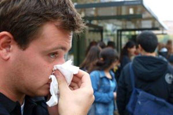 Chrípkové ochorenia šarapatia, čakárne ambulancií sa zapĺňajú pacientmi.