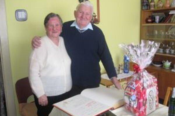 Manželia Šustekovci z Krásna nad Kysucou sa aj po 65. rokoch majú veľmi radi.
