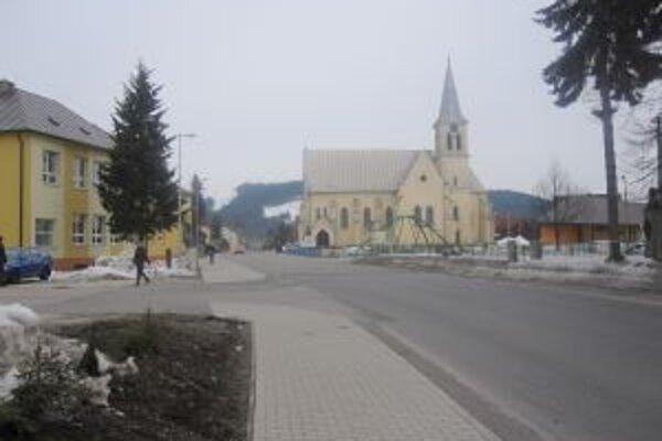Námestie Jána Palárika v Rakovej by mali dokončiť v apríli.