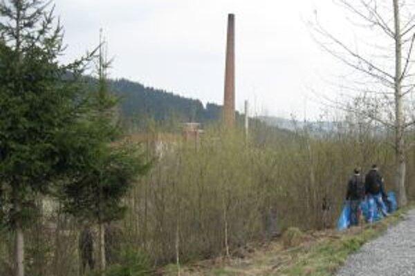 Jarné upratovanie začalo dnes v najmladšom kysuckom meste a bystrickej doline. Potrvá až do pondelka.