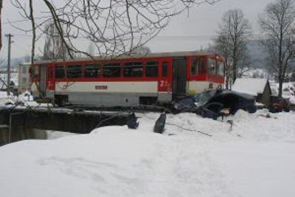 Zrážka osobného motorového vozidla s vlakom 26. januára mala tragické následky.