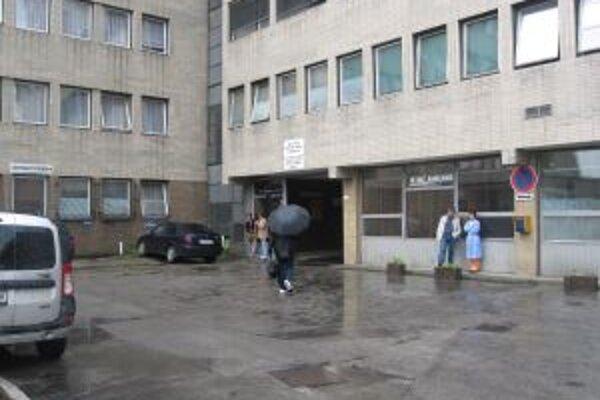 Kysuckej nemocnici chýba mesačne na mzdy 80-tisíc eur.
