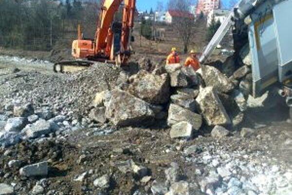 Práce na obchvate Čadce pokračujú. Čoskoro začnú cestári s rekonštrukciou mosta.
