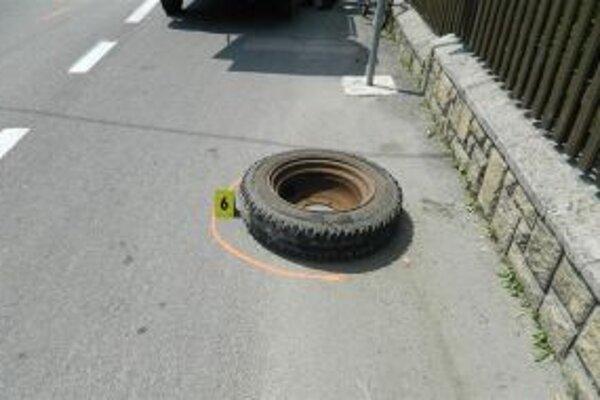 Cyklista utrpel pri náraze kolesa z Avie bližšie nešpecifikované zranenia.