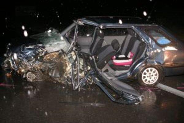 Včera sa na ceste I/11 v Krásne nad Kysucou stala vážna dopravná nehoda.