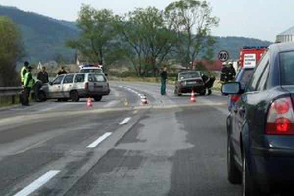 Pri nehode pri Kysuckom Lieskovci sa vo štvrtok zranili dve deti.