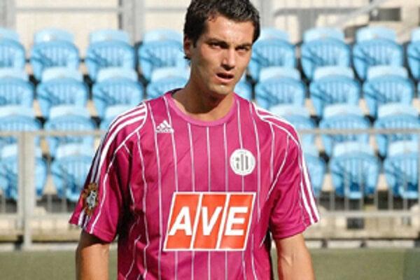 Mladý futbalista má s Dynamom České Budejovice podpísaný kontrakt na dva roky.