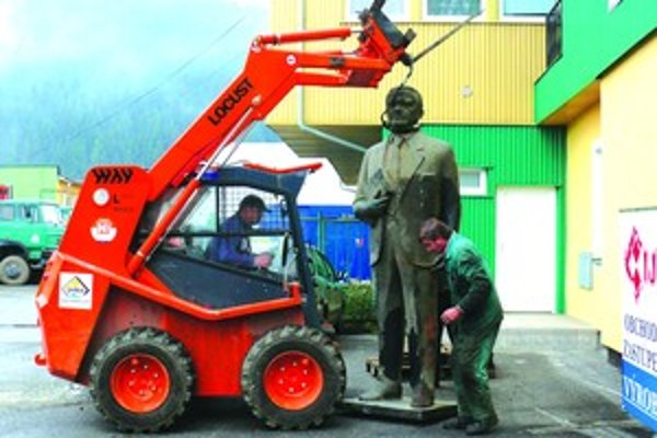 Putujúca socha napokon opäť skončila v Čadci. Na umiestnenie ešte čaká.