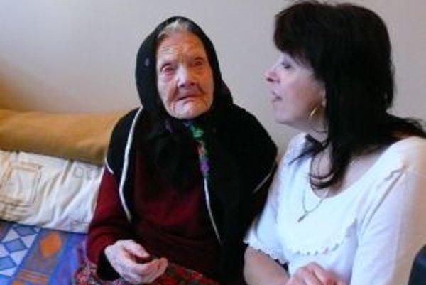 Hedviga Sekerášová žije v domove už trinásť rokov. Tu aj oslávila svoje 107. narodeniny.