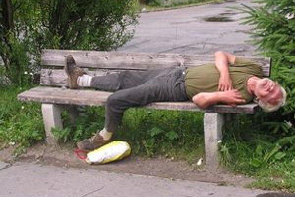 Bezdomovci to v lete majú lepšie, horšie je to v zime.