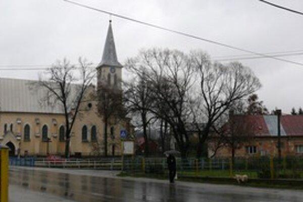 Okolie kostola v Rakovej sa už  čoskoro výrazne zmení.