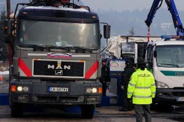 Na Kysuciach uskutočnila polícia dopravno - bezpečnostnú akciu, ktorá bola zameraná na kontrolu technického stavu nákladných motorových vozidiel, ich preťaženie a dodržiavanie bezpečnostných prestávok.