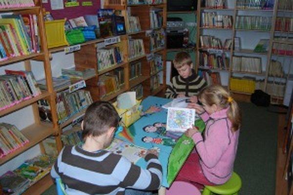 Knižnica je pre školákov obľúbeným miestom.