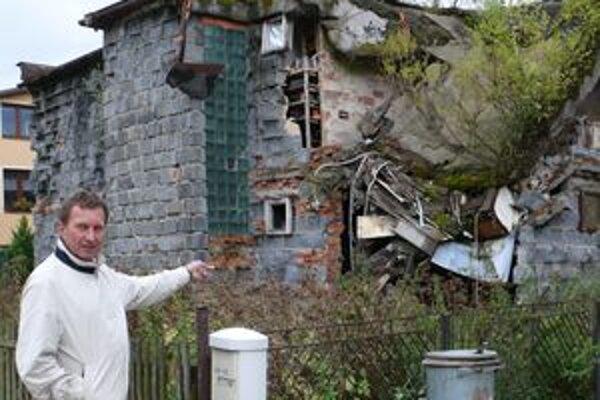 Ruina v Podvysokej je pre susedov doslova postrachom.