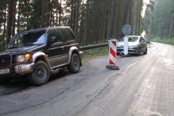 Na ceste došlo k zosuvu, kritické miesta sú častým úsekom dopravných nehôd.