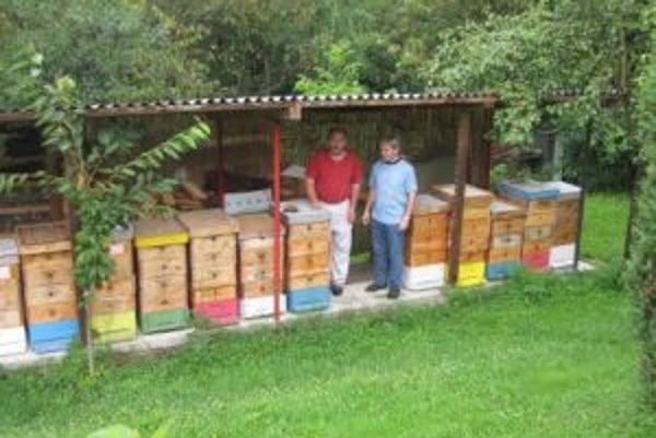 Miroslav Káčerík zistil, že úle sú rozlámané.