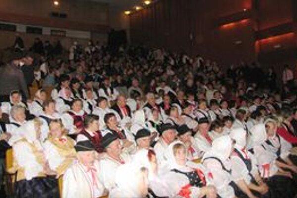Na prezentácii knihy o Kysuciach sa zišli všetky folklórne zoskupenia z Kysúc.