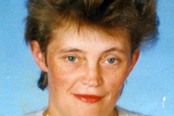 Oľga Zjavková sa narodila 7. 6. 1965. Býva v Kysuckom Novom Meste na Ulici ČSA 1300/27. Je vysoká 160 cm, štíhlej postavy, špinavoblond neupravené vlasy a modré oči.