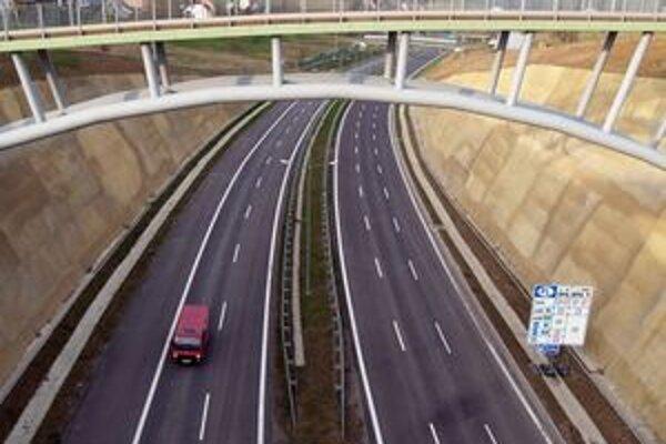 Malá časť diaľnice D3 už nad obcou Skalité funguje.