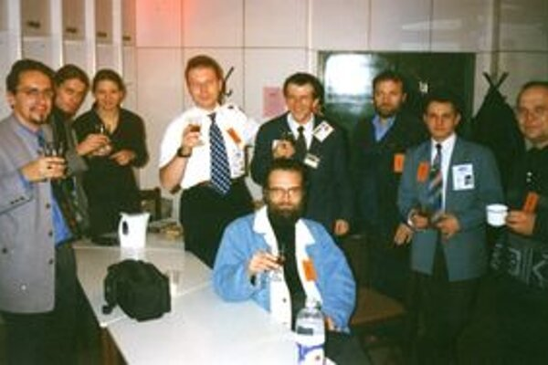 Miloš Jesenský (úplne vľavo) na stredoeurópskom kongrese o UFO.