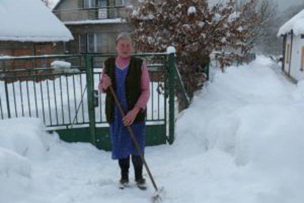 Problémy so snehom na Kysuciach pokračujú.