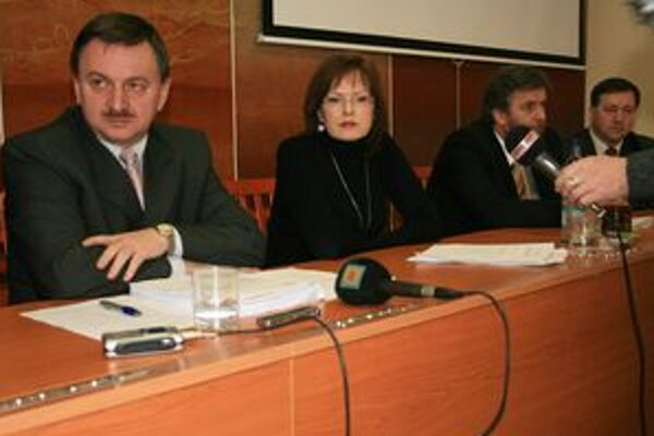 Primátor Jozef Vrážel a zástupkyňa Anna Belousovová informujú, že mesto podá žalobu.