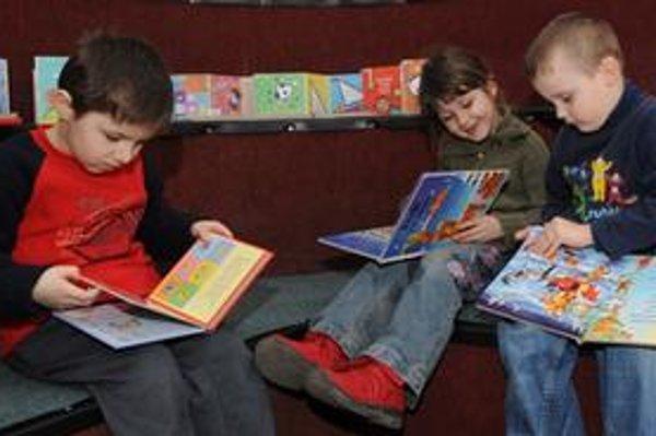Deti môžu besedovať so spisovateľmi a ilustrátormi.