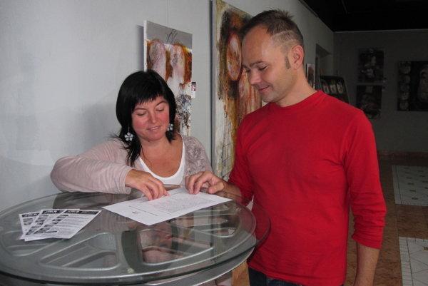 Roman Turcel spolupracuje s Dašou Uríčovou. Spoločne vdychujú starému kinu Baník umelecký život.