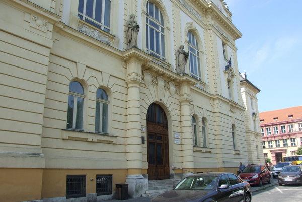 Nitriansky súd vydal rozhodnutie o zastavení exekúcie.