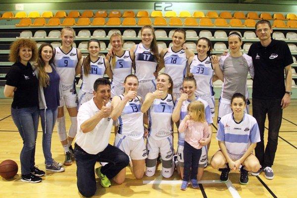 Basketbalistky BKM Junior UKF Nitra si vybojovali postup do extraligy. Blahoželáme!